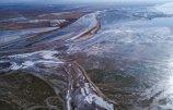 宁夏石嘴山段黄河出现冰封景观.jpg