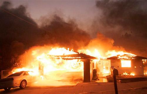 美国加州发生森林大火威胁明星豪宅(组图)
