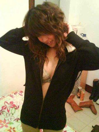 大2女生将与男友激情照上传博客 被指传黄图片