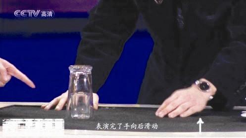 刘谦春晚表演的橡皮筋魔术……  2.