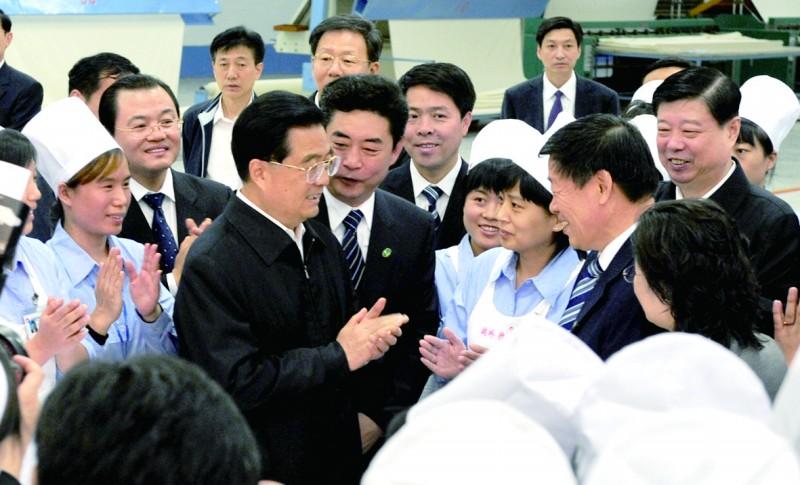 10月17日,胡锦涛总书记在山东魏桥创业集团视察.