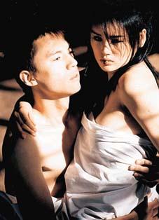 MTV惹争议 男女主角户外全裸亲热图片