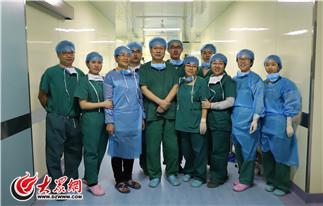 当天手术结束,专家合影留念.JPG