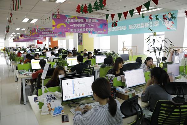 韩都衣舍电商集团运营的,像不木网络科技等品牌达到近200个,涵盖服饰、箱包、家居等十多个类目。.JPG