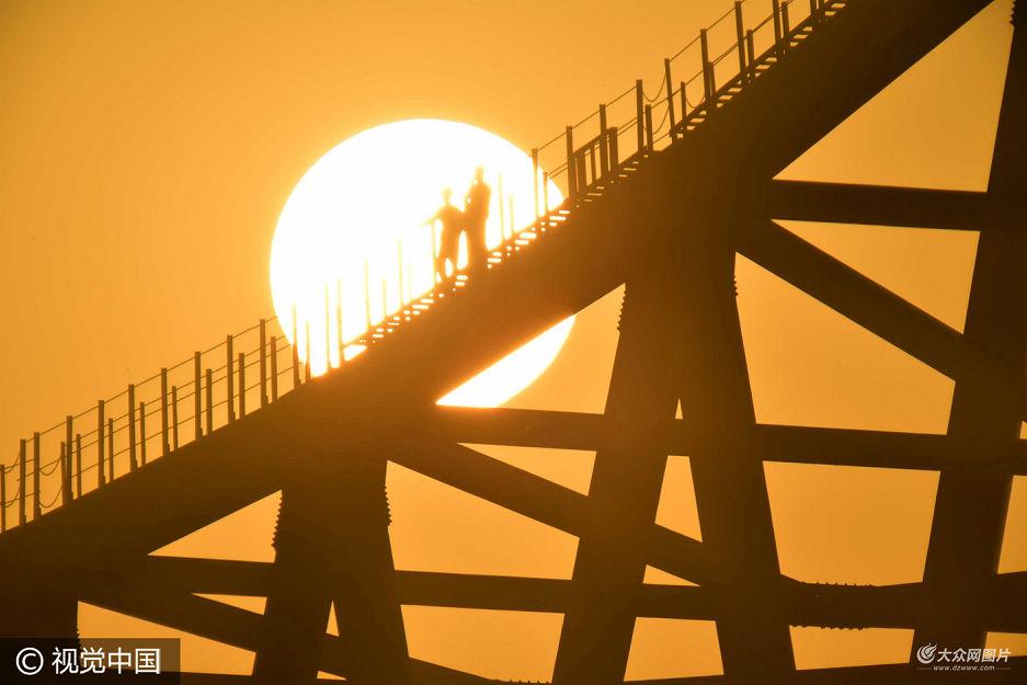 日耀黄河桥 济南长清黄河公路大桥合龙
