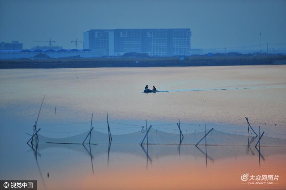 山东青岛:渔舟唱晚胶州湾