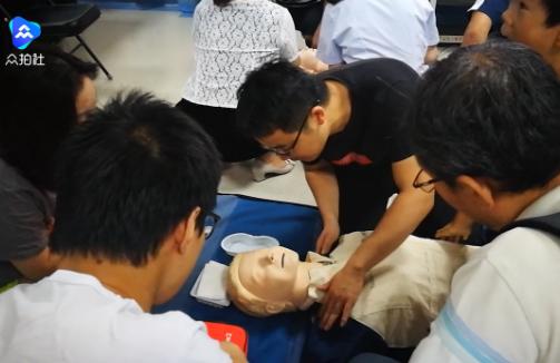 海报粉丝团公益短视频:一分钟学会心肺复苏