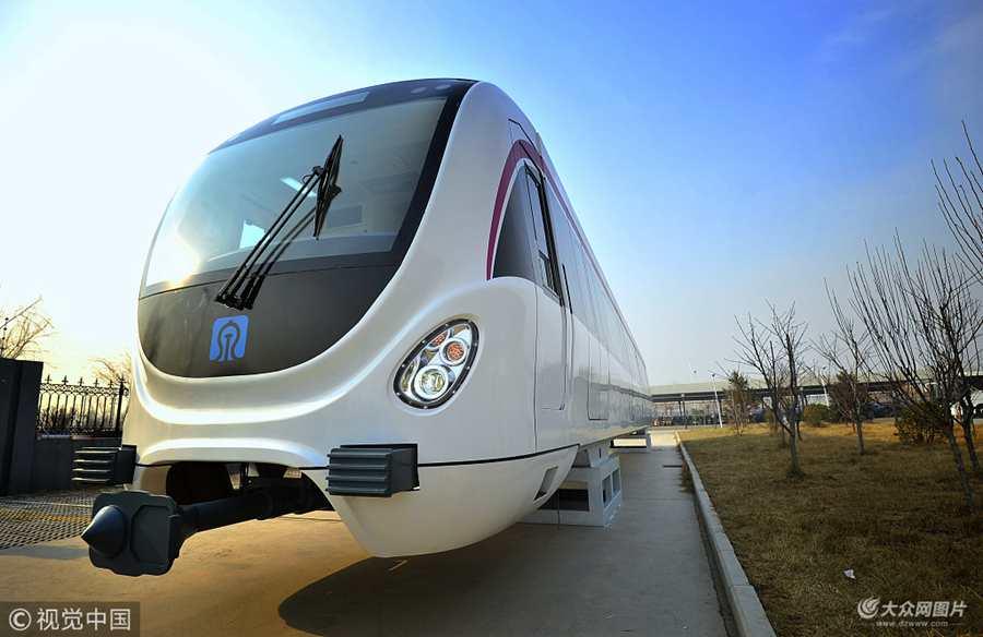 济南地铁R1线首辆列车即将亮相 实拍1:1模型车
