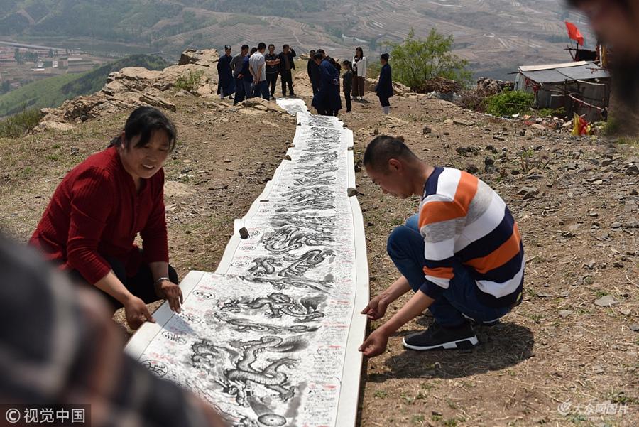 日照:70后道长隐居大山 石头屋里创作出《百龙图》画卷
