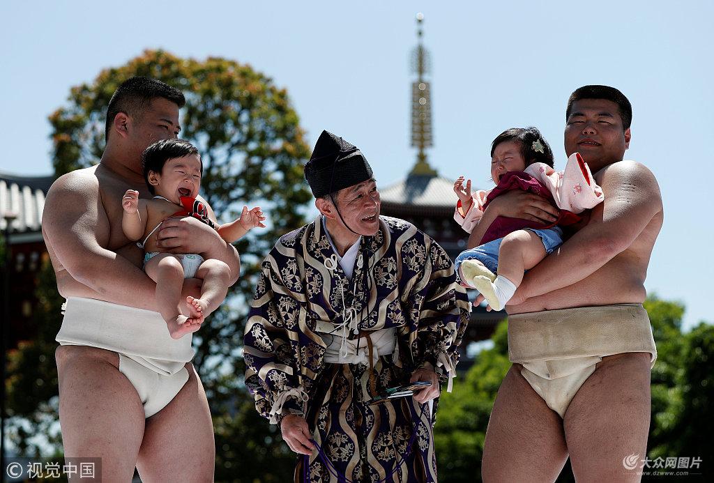 心疼宝宝!日本举办婴儿啼哭比赛 萌娃全力比哭祈求健康成长