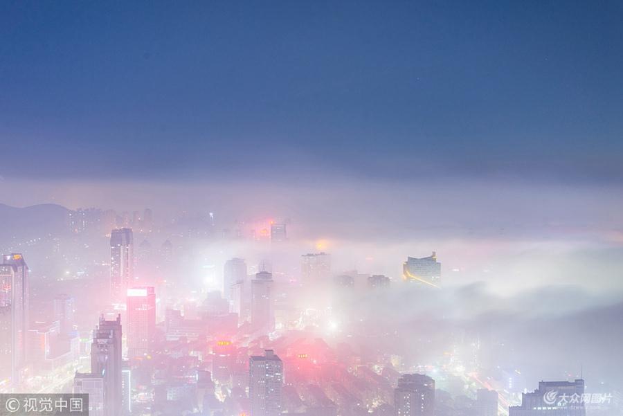 烟台:实拍绝美平流雾 城市仿若置身仙境