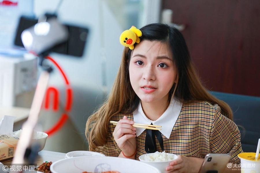 一顿吃光8斤炒饭!杭州94斤美女大胃王每月花1万5点外卖