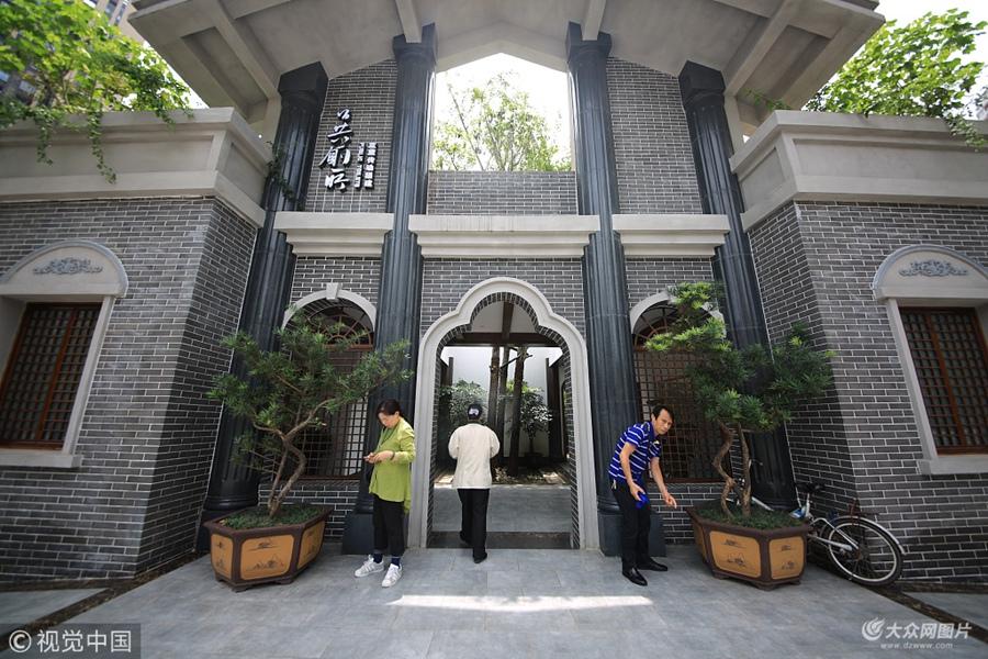 """重庆街头现五星级""""民国风""""公厕 有第三卫生间、电视及空调"""