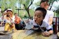 2018年7月12日,在济南黑虎泉附近的泉水直饮点,游人畅饮泉水。