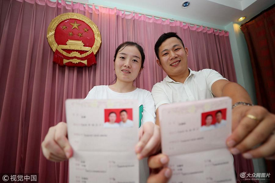 七夕节众新人扎堆登记结婚
