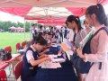 2018-10-16,济南,山东师范大学迎来2018级新生,在迎新现场,空乘专业的学生身着统一的空乘制服为新生办理报道注册手续,高颜值的他们格外引人注目。