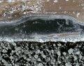 2018年11月6日,在祖国最北端的黑龙江省漠河市北极村,大小不一、形状各样的冰块顺江而下,将黑龙江点缀成一幅美丽的画卷。