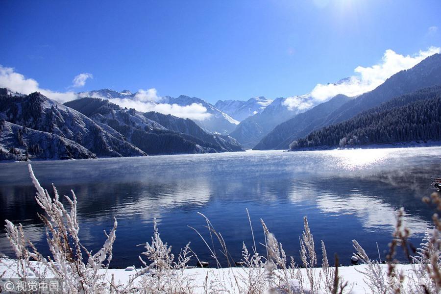 天山天池景区大雪初晴美如画
