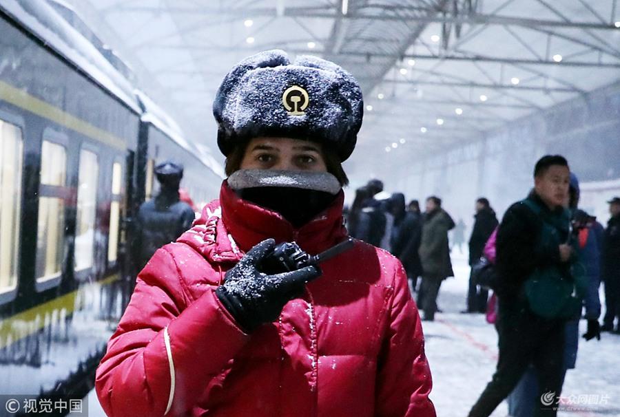 乌鲁木齐遭遇大风大雪天