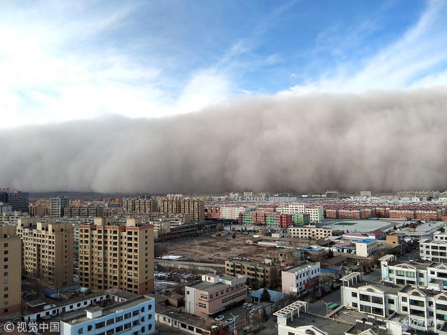 沙尘暴袭击甘肃张掖