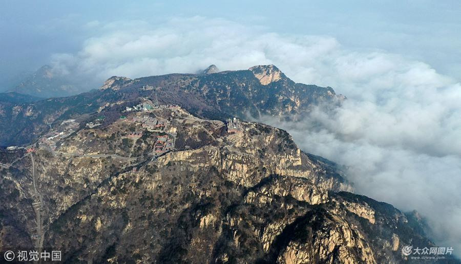 泰山云山雾绕 宛如仙境