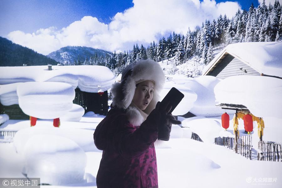 黑龙江雪乡迎旅游旺季 游客体验不一样的北国风光