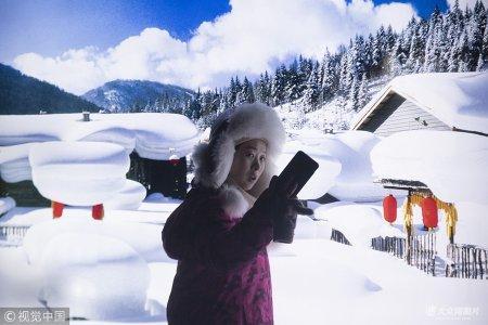 2018年12月12日,黑龙江牡丹江,雪乡迎旅游旺季 。