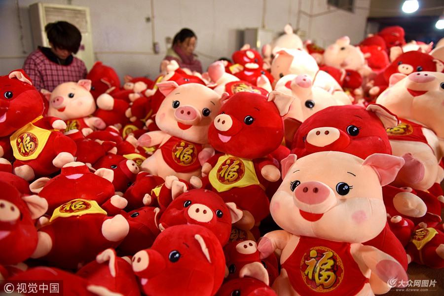 """临沂:""""猪年""""生肖玩具加工忙"""