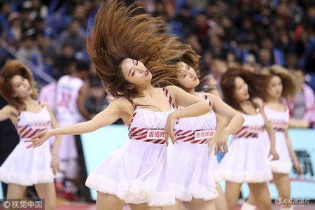 2018年12月23日,山东青岛,18/19CBA第23轮,青岛双星Vs新疆广汇,啦啦宝贝热舞助阵。