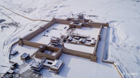 2018年12月22日,甘肃嘉峪关长城大雪后风景美如童话。