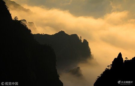 2019年1月13日,在安徽黄山风景区拍摄的壮观云海。