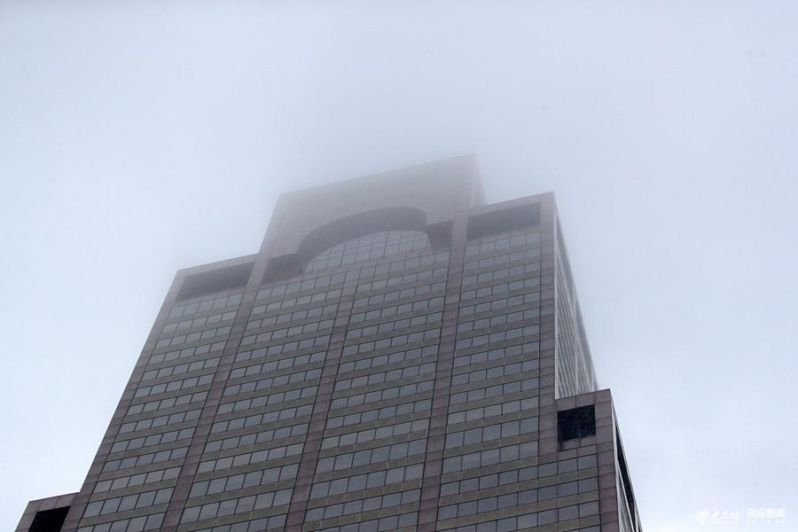 一架直升机坠毁撞上曼哈顿大楼