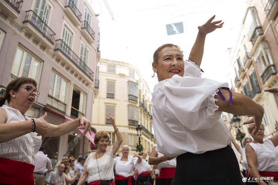 西班牙成千上万民众齐跳弗拉明戈舞 欲打破吉尼斯世界纪录