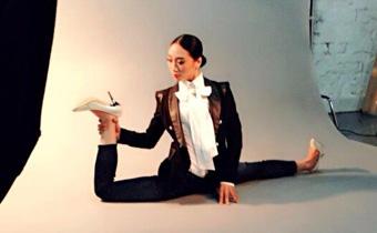"""""""中国第一柔术美女""""折叠身体展示惊人柔术照"""