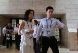 3、摩拜单车创始人兼首席执行官胡玮炜 步入会场。  仪首歌摄.JPG