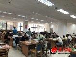 1. 8月7日下午,山东省图书馆内,来自习的人将自习室塞的满满当当,座无虚席。(大众网-山东24小时客户端见习记者 李金珊).JPG