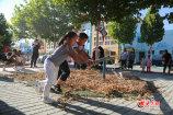 1、大众网东营9月9日讯 9月7日下午,山东艺术学院黄河滩迁建创作组走进利津二幼。图为利津县第二实验幼儿园里,具有黄河滩地域文化特色的打真游戏副本.jpg