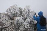 2018年10月18日,陕西宝鸡,太白山上白雪飘飘,俨然已经进入了冬季,却全然不顾山下还正是秋季。