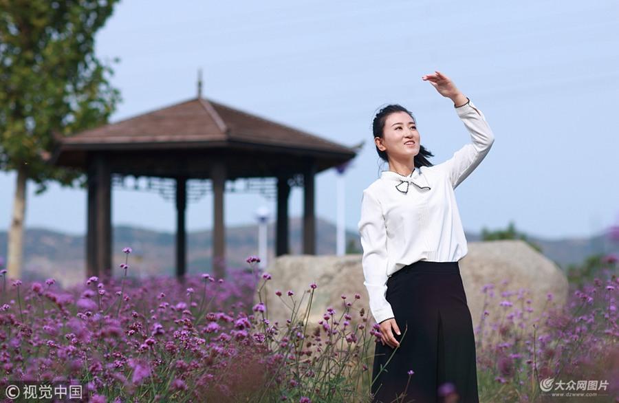 身高1.58米,体重90斤,笑起来甜甜的,就是这样一个女孩,却是一名带电作业工作者。宋海霞出生于威海,高考过后,如愿考上了山东大学,之后本硕连读。