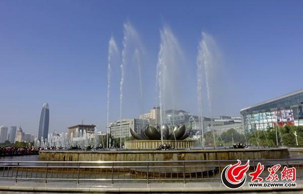泉城广场荷花音乐喷泉将告假,40天后见.JPG
