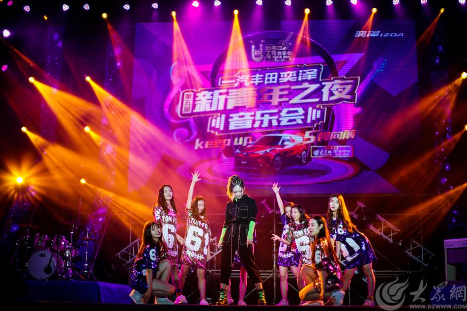 图1 12月2日晚上,一汽丰田奕泽第五届新青年之夜音乐会在山东大学体育馆举行 大众网记者 毕胜.jpg