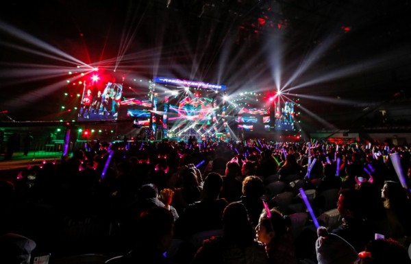 图1 点燃青春的荷尔蒙,新青年之夜音乐会激情上演 大众网记者 毕胜.jpg