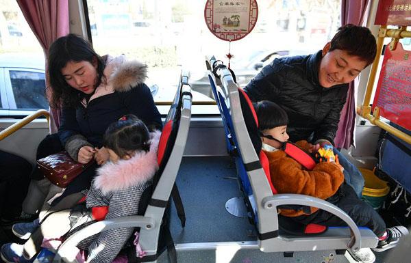 """河北邯郸26路公交车设-""""儿童安全座椅"""".jpg"""