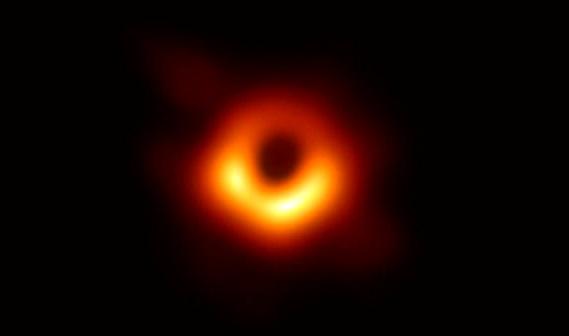2019年4月10日晚,EHT公布的人类捕获的第一张黑洞照片.JPG