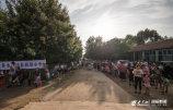 1、7月30日,群众自发悼念见义勇为教师伦学冬。_副本.jpg